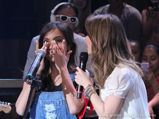 Anitta chora ao cantar com Sandy no Altas Horas (Foto: TV Globo/Altas Horas)