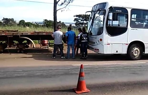 Motorista de ônibus é flagrado alcoolizado levando crianças a igreja, em Anápolis Goiás (Foto: Reprodução/PRF)