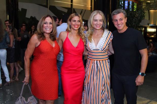 Susana Vieira, Angélica, Luciano Huck, Carolina e Carolina Dieckmann (Foto: Anderson Borde / Ag News)