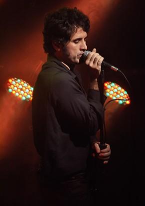 Na peça 'Jim', Eriberto Leão ainda canta (Foto: Divulgação)