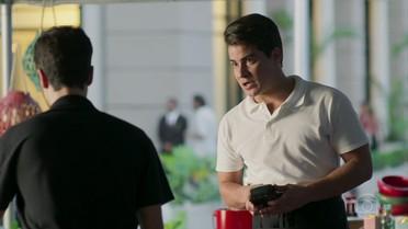 Júlio decide investigar o que Arlete faz no Carioca Palace