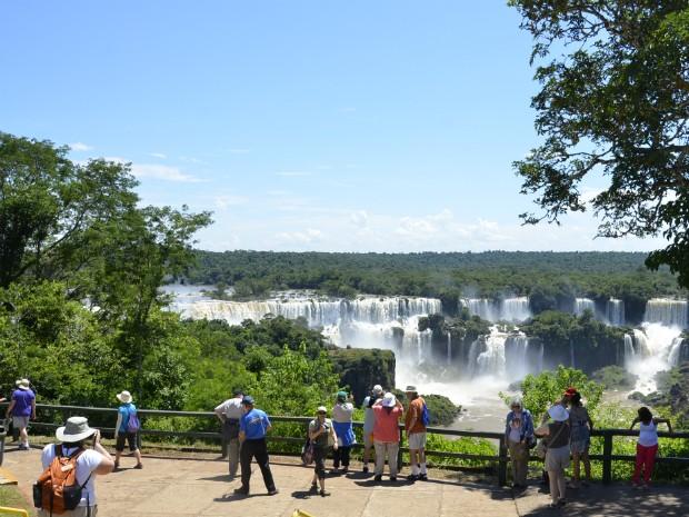 Parque Nacional do Iguaçu espera receber 20 mil turistas de sexta (1º) a domingo (3); portões abrirão uma hora mais cedo no sábado (2) (Foto: PMFI / Divulgação)