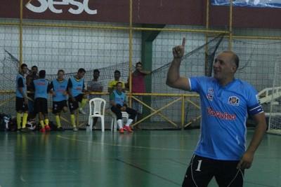 Cícero comemora o último gol de Cabrobó (Foto: Emerson Rocha)