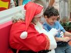 Papai Noel chega em shoppings de Santos e Praia Grande, SP