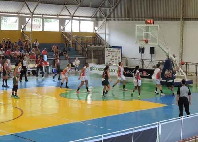 América-PE bate o Venceslau pela Liga de Basquete Feminino (LBF) (Foto: João Paulo de Tilio)