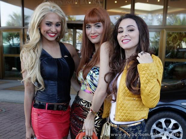Arrasaram! Personagens de Thaíssa Carvalho, Moro Anghileri e Martha Nieto se transformaram em periguetes (Foto: Flor do Caribe / TV Globo)