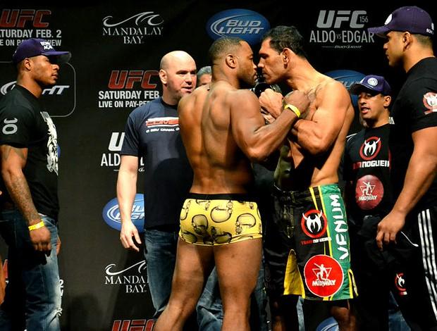 Evans e Minotouro na encarada do UFC (Foto: Adriano Albuquerque)