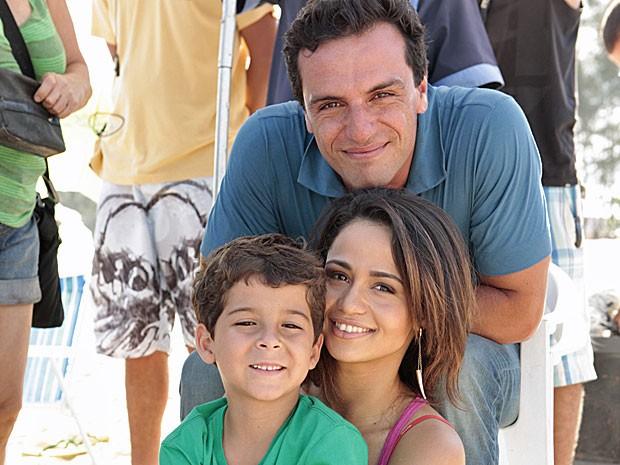 Rodrigo Lombardi e Nanda Costa tiveram a companhia de Luis Felipe Mello (Foto: Salve Jorge/TV Globo)