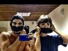 Caio Castro e Maria Casadevall aparecem 'amordaçados' em foto