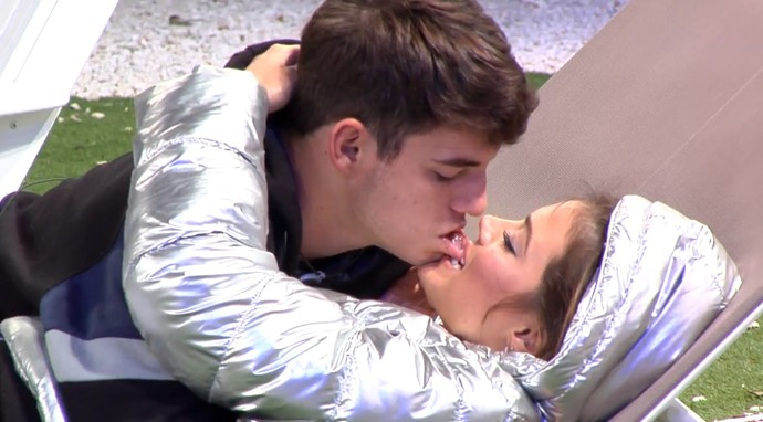 Alyson morde lábio de Antônio (Foto: Tele Cinco)