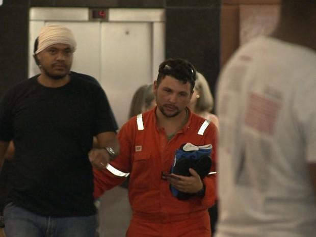 Sobrevivente de explosão de navio-plataforma chega a Vitória (Foto: Reprodução/ TV Gazeta)