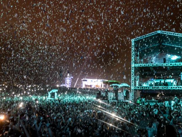 A apresentação do DJ Calvin Harris contou com um belo show de luzes (Foto: Marcelo Brandt/G1)