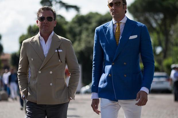 Blazers de abotoamento duplo nas ruas de Florença (Foto: Daniel Bruno Grandl/ TheUrbanSpotter.com)