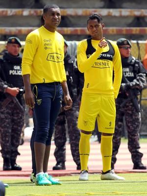 Erazo, em treino da seleção do Equador (Foto: Kevin Granja/Reuters)