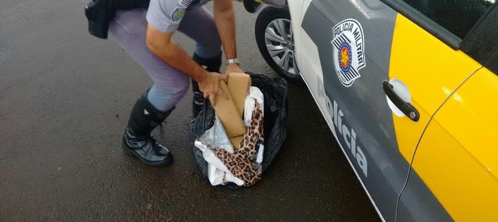 Flagrante aconteceu no quilômetro 240 da Rodovia Presidente Castelo Branco (SP-280) em Avaré (Foto: Divulgação/Polícia Militar Rodoviária)