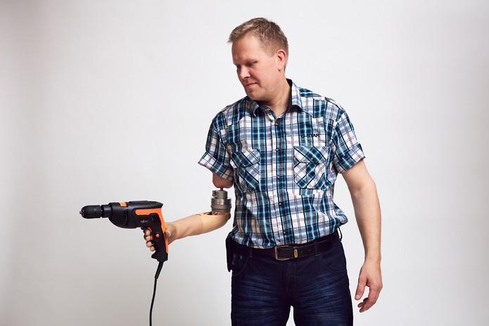 Eletrodos introduzidos nos nervos melhoram estabilidade de prótese (foto: Reprodução/CNet)
