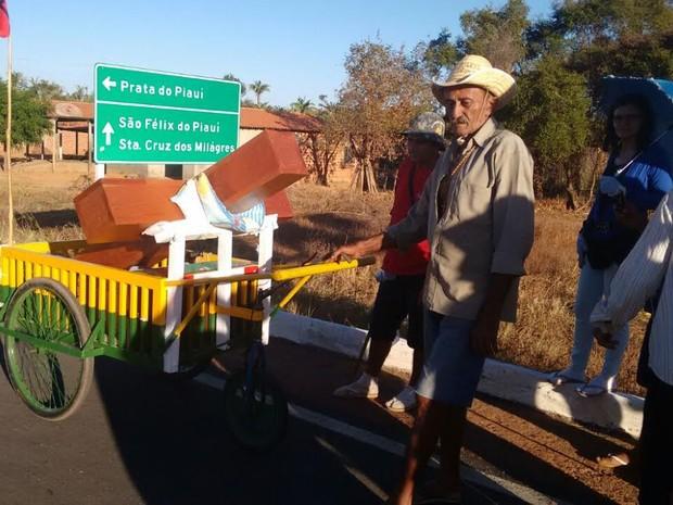 Carpinteiro Ulisses Pereira da Silva, de 73 anos, foi o idealizador da peregrinação (Foto: Raily Pereira/Arquivo Pessoal)