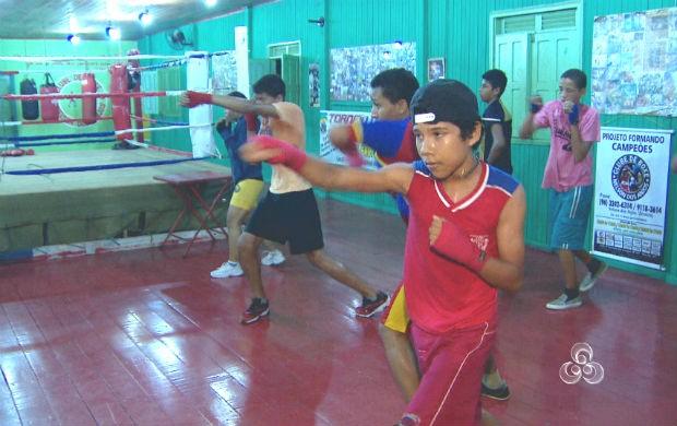 Alunos na escolinha de boxe Nelson dos Anjos em Macapá (Foto: Reprodução/TV Amapá)