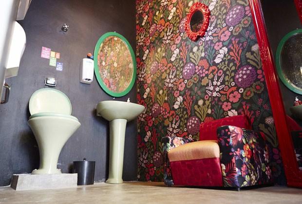 Estudio Gloria leva mistura de loja retrô com galeria de arte até para dentro do banheiro (Foto: Divulgação)