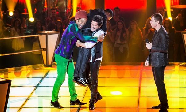 Daniel e Brown comemoram com Herli Dias (Foto: Isabella Pinheiro/TV Globo)
