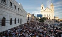 Corpus Christi é celebrado com missa e procissão pelas ruas de Maceió (Jonathan Lins/G1)