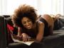 Ivi Pizzott faz ensaio de lingerie e mostra o corpão