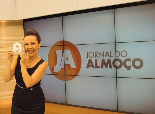 Laine Valgas começa a se despedir do sinal analógico no JA desta segunda (Foto: Juliana Gomes/G1)