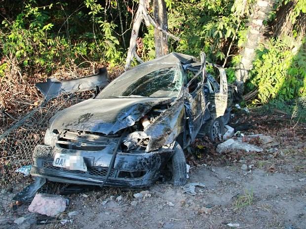 Seis pessoas estavam no veículo envolvido no acidente (Foto: Adneison Severiano/G1 AM)