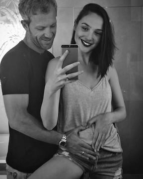 Gal Gadot com o marido, o empresário Yaron Versano (Foto: Reprodução/Instagram)