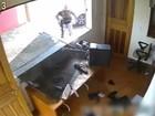Policial suspeito de abuso de poder é autorizado a entrar em casa