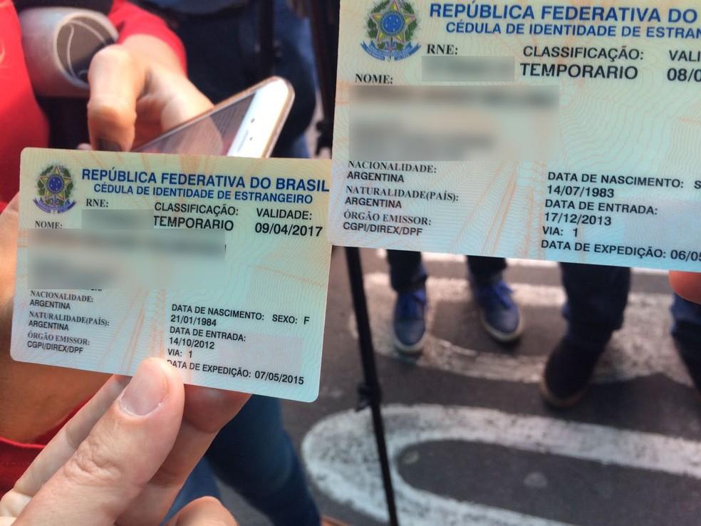 Identificação do casal que sofreu a quedano aeroporto Salgado Filho, em Porto Alegre (Foto: Cristine Gallisa/RBS TV)