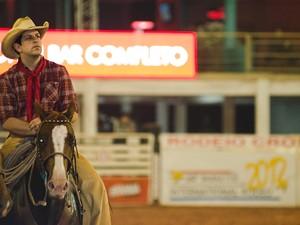 O cantor Sorocaba montado em um cavalo na arena de Barretos (Foto: Érico Andrade/G1)
