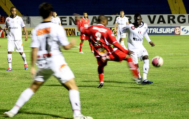 Lance da partida entre Boa esporte e Joinville (Foto: Pakito Varginha / Agência Estado)