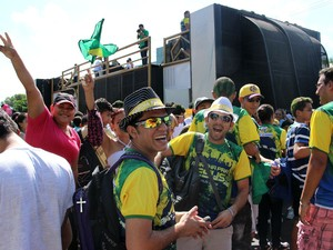 Fiéis começaram a Marcha Para Jesus com alegria, em Manaus (Foto: Marcos Dantas/ G1 AM)