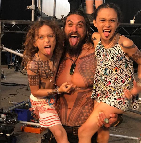 O ator Jason Momoa com os dois filhos (Foto: Instagram)