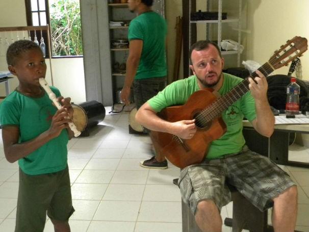 Aula de música caruanas (Foto: Divulgação)