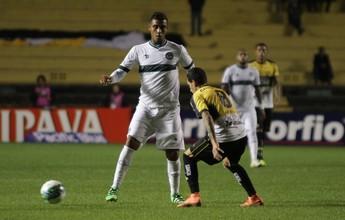 Léo Lima sente dores na coxa e preocupa para sequência do Goiás