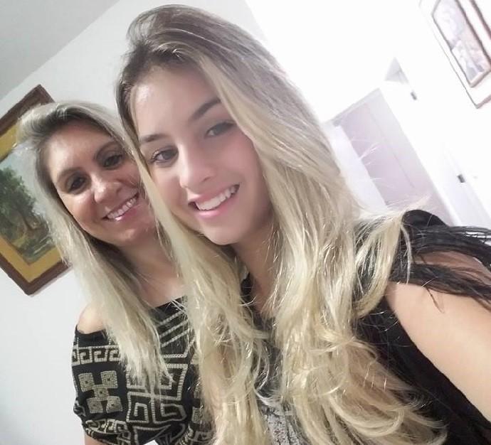 Denise e a mãe, Leni, apostaram no sonho da jovem quando se mudaram para o Rio (Foto: Arquivo pessoal)