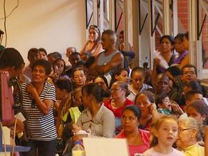 Pacientes aguardam atendimento no Hospital Ouro Verde, em Campinas (Foto: Reprodução / EPTV)