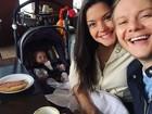 Thais Fersoza e Michel Teló posam com a filha durante café da manhã