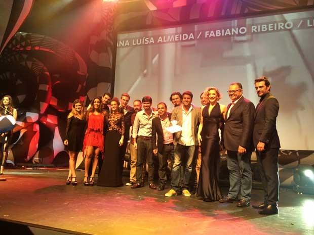 Integrantes da agência propeg são premiados na categoria institucional pelo vídeo 'quase' (Foto: Karina Trevizan / G1)