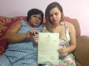 Bisavó e mãe do bebê estão revoltadas com o caso (Foto: Heitor Moreira/G1)