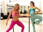 Karina Bacchi mostra barriga sarada em aula de balé fitness