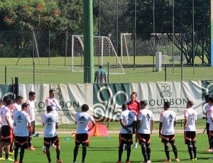 Alexandre Lopes Preparador Físico Treino Flamengo Atibaia (Foto: Hector Werlang)