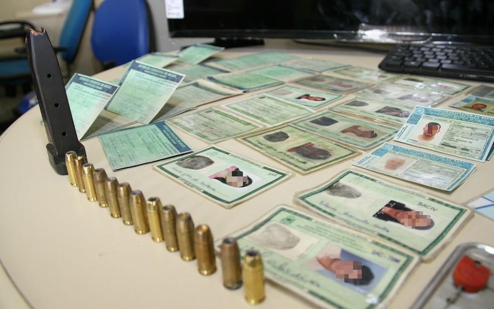 Suspeito 'colecionava' documentos de vítimas (Foto: Divulgação/SSP_BA)