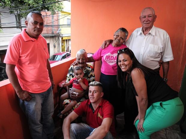 Várias gerações da família de Maria Cândida, de 113 anos (Foto: Fábio Tito/G1)