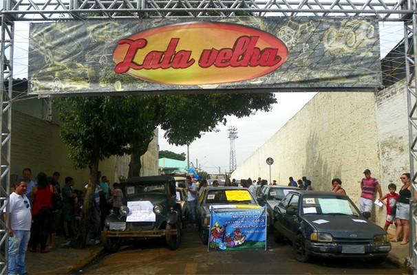 """Caldeirão do Huck na seletiva para o quadro """"Lata Velha"""" em Sertãozinho, SP (Foto: Daniela Rezende/EPTV)"""