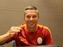 Podolski chega ao Galatasaray e é apresentado como ídolo na Turquia