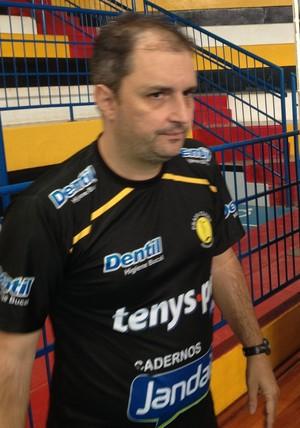 Ricardo Picinin, técnico do Praia,  (Foto: Gullit Castro)