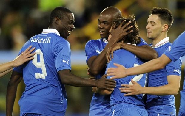 Pirlo gol Itália jogo San Marino (Foto: Getty Images)